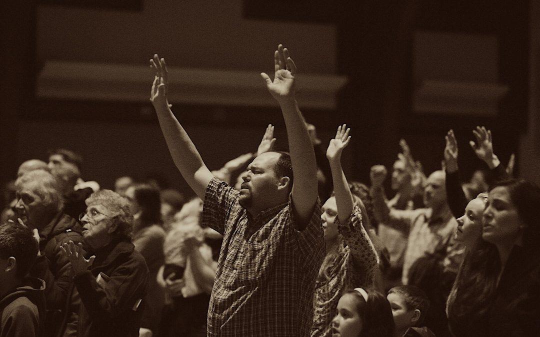 Rindiendo adoración: ¿cómo y a quién?