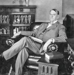 James Penton examina la hipocresía y la autocracia de la Presidencia de Rutherford